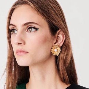 Jewelry - Chic Vintage Style Gold Pearl Stud Earrings